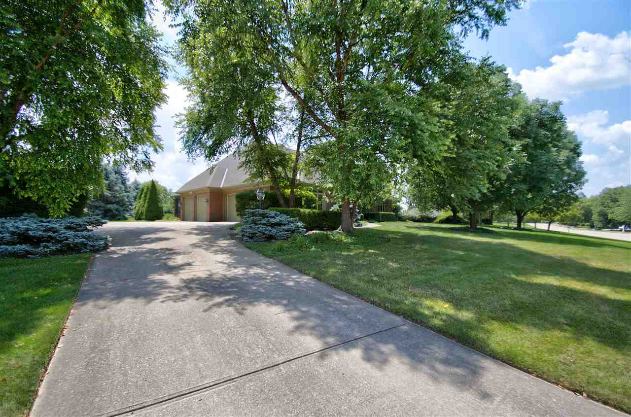 Photo 2 for 904 Rosewood Dr Villa Hills, KY 41017