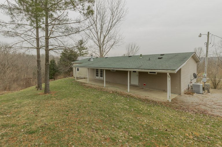 Photo 2 for 2725 Spencer Warsaw, KY 41095