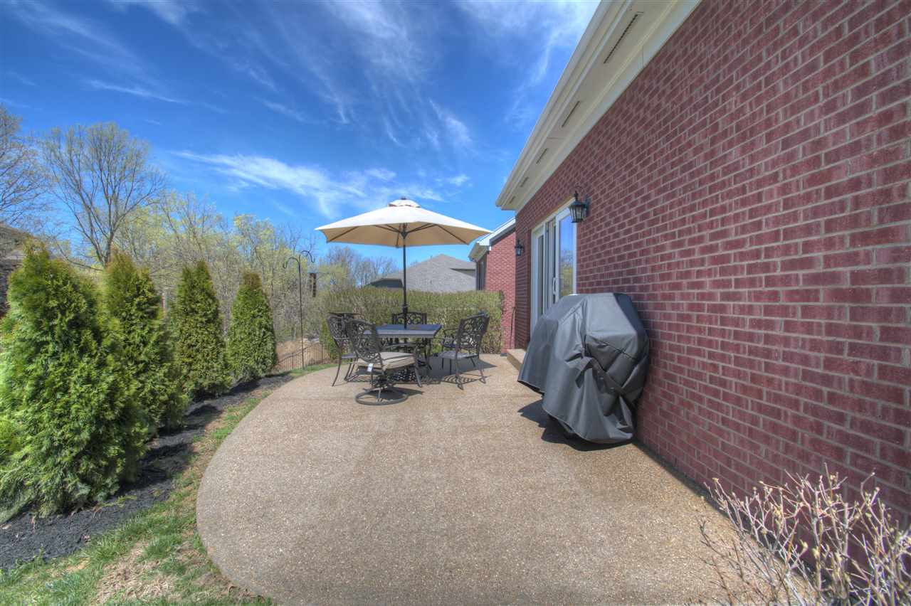 Photo 2 for 806 Pointe Dr Villa Hills, KY 41017
