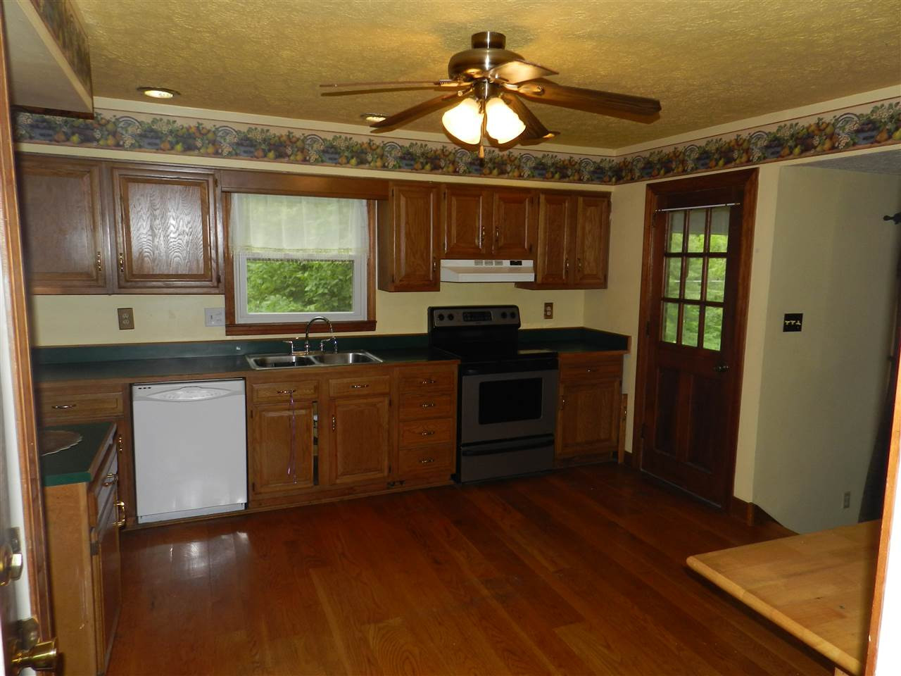Photo 3 for 20 La Pine Ave Williamstown, KY 41097