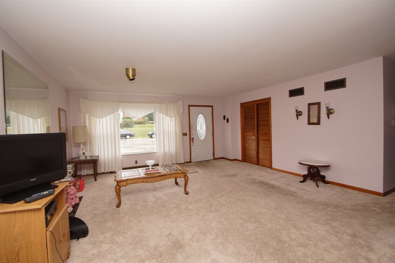 Photo 3 for 322 Electric Ave Southgate, KY 41071