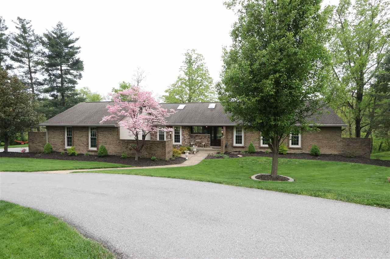 Photo 2 for 28 Linden Hill Ct, A Crescent Springs, KY 41017