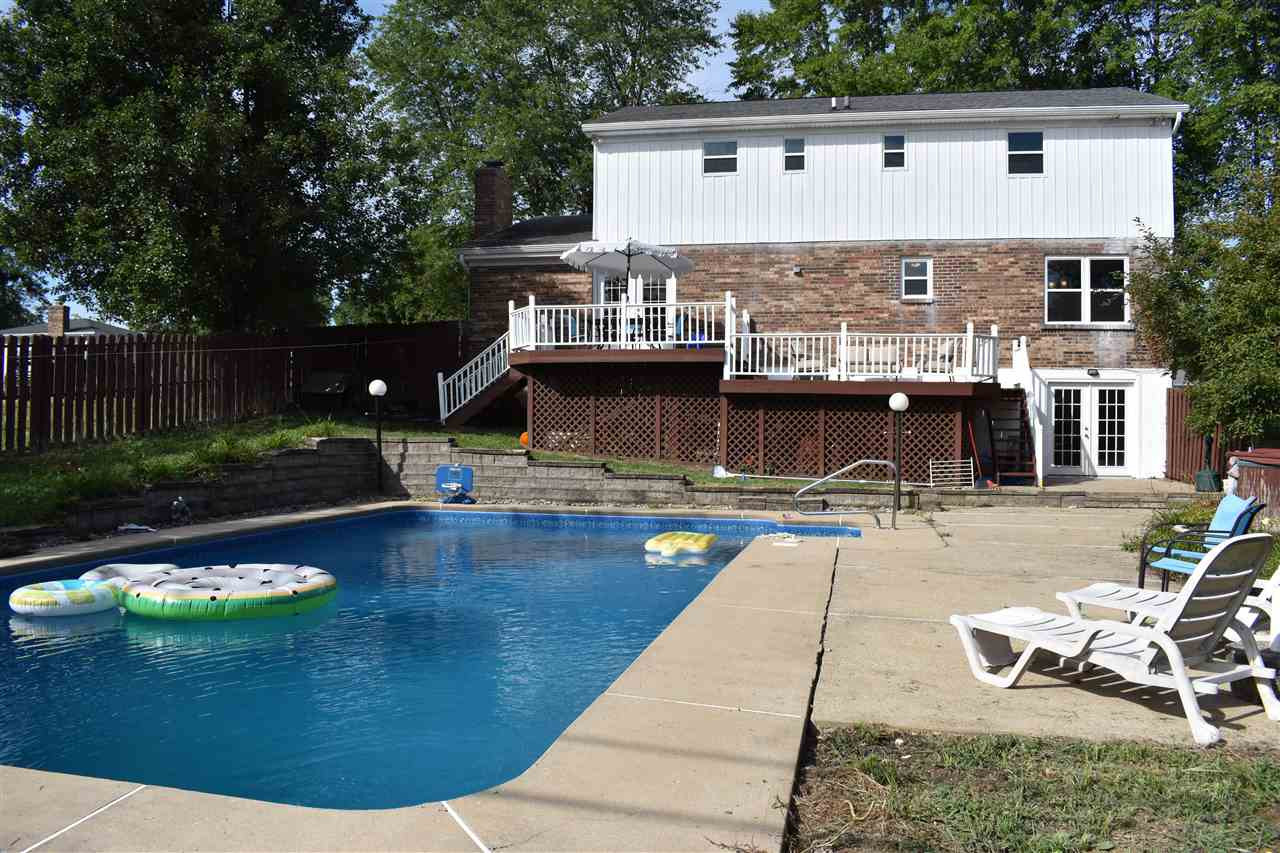 Photo 2 for 802 Gloucester Dr Florence, KY 41042