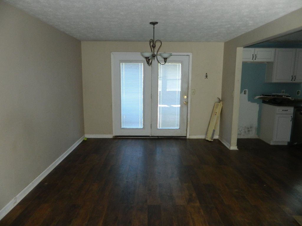 Photo 3 for 150 Meadow Hill Dr Covington, KY 41017