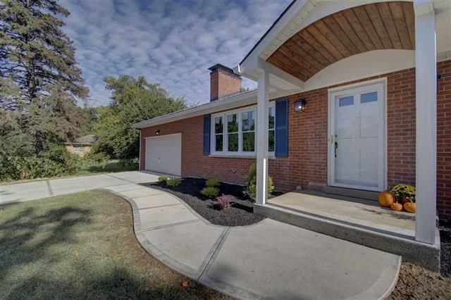 Photo 3 for 925 Kenridge Villa Hills, KY 41017