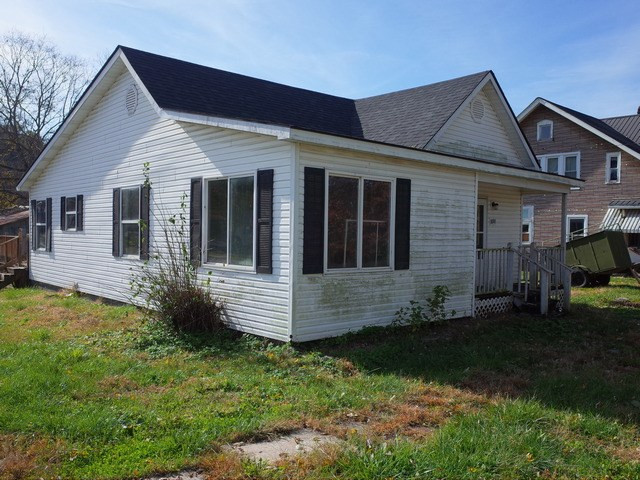 Photo 2 for 1698 Maple Pkwy Maysville, KY 41056