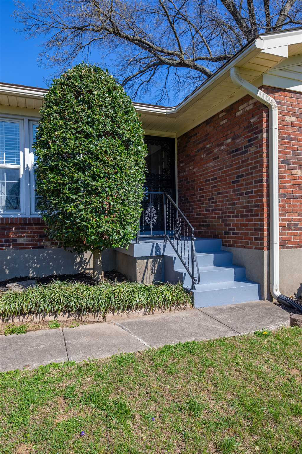 Photo 3 for 8413 Lou Court Louisville, KY 40219
