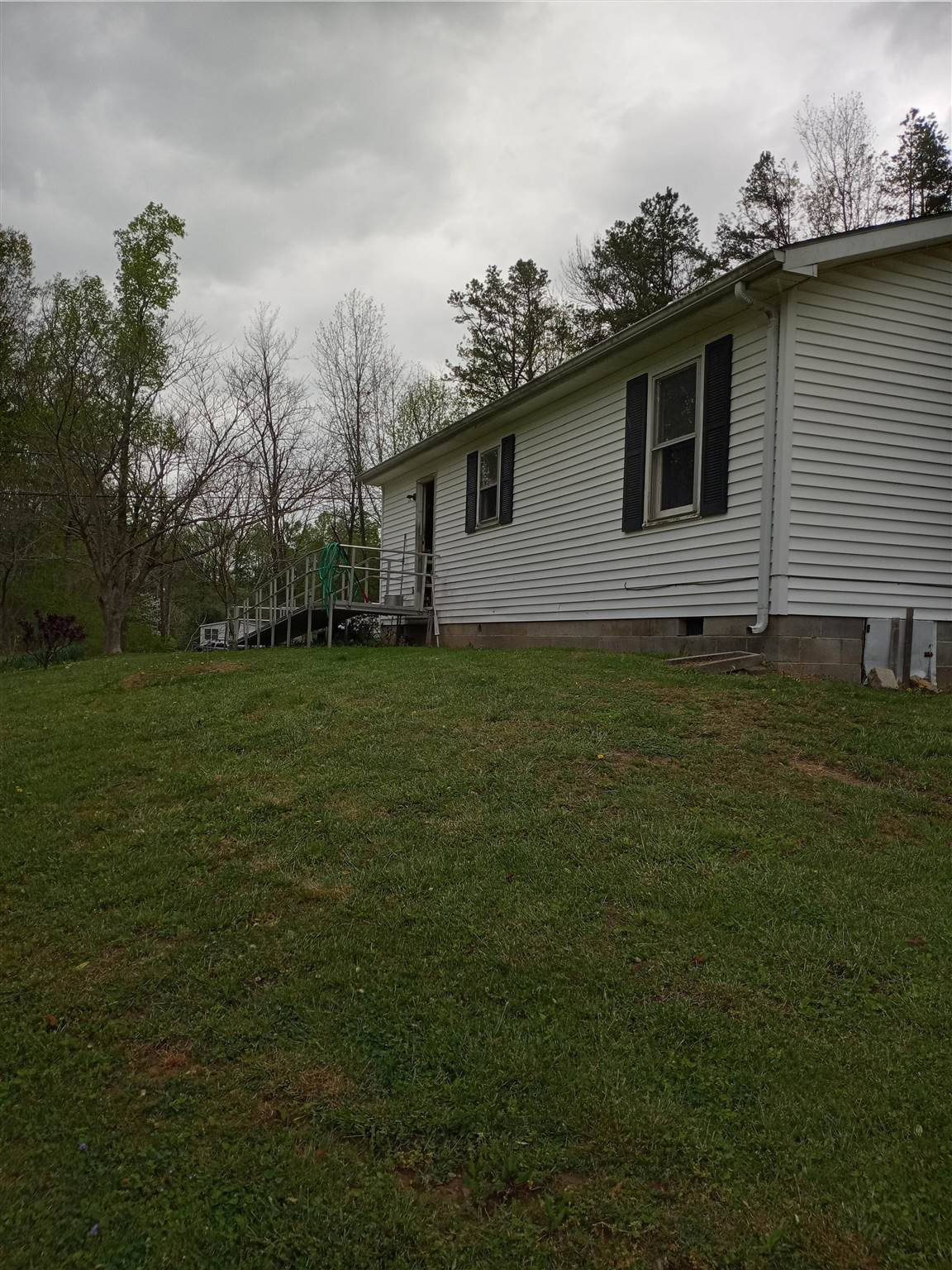 Photo 3 for 1038 Sand Hill Road Manchester, KY 40962