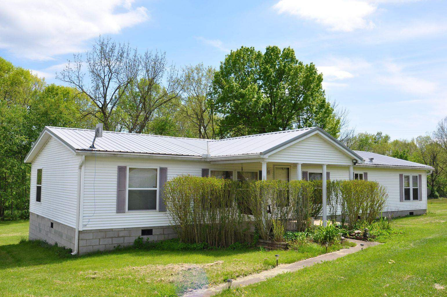 Photo 2 for 2812 Maysville Road Carlisle, KY 40311