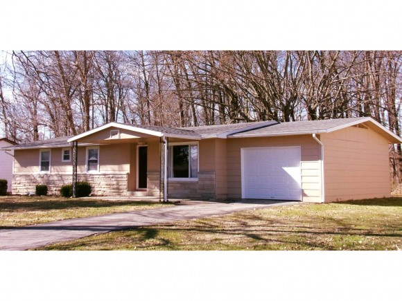 real estate photo 1 for 639 FLOYD AVE VERSAILLES, IN 47042