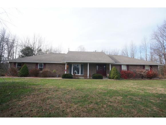 real estate photo 1 for 575 W TANGLEWOOD RD VERSAILLES, IN 47042