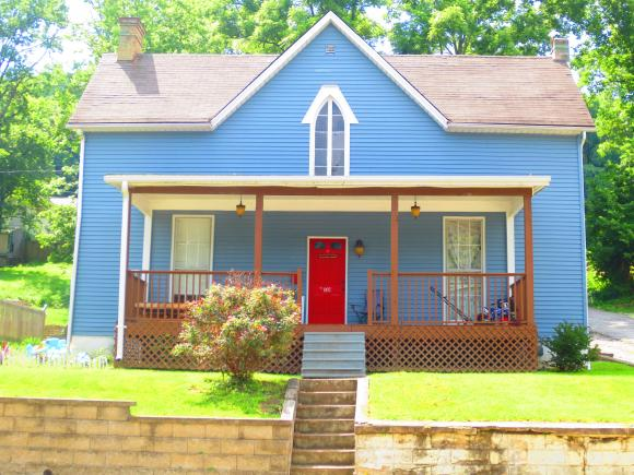 107 W CONWELL ST