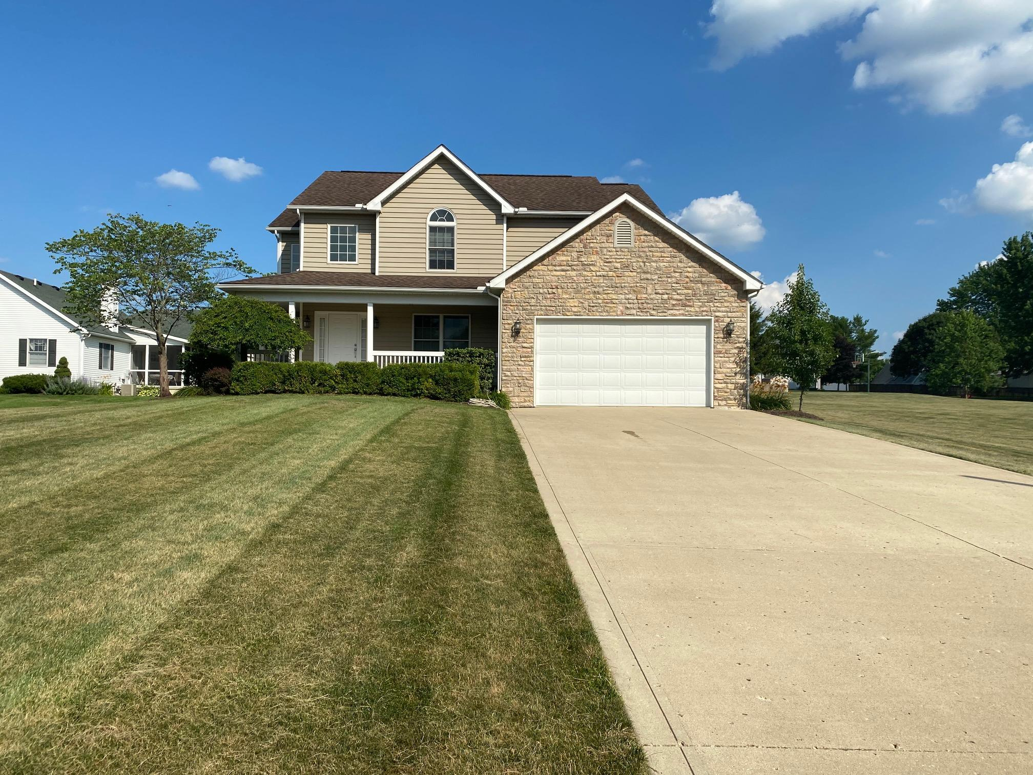 1915 E Choctaw Dr London, OH