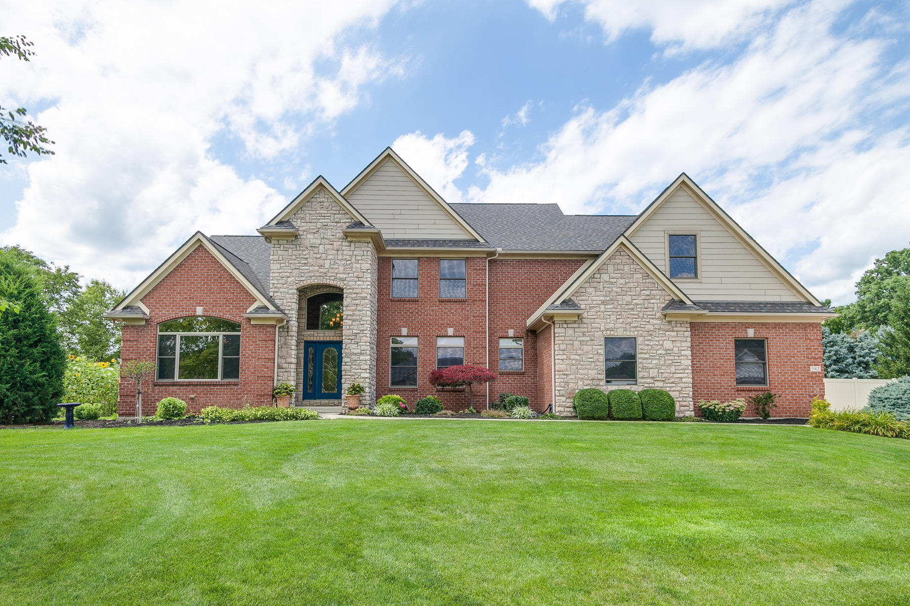 542 Acadia Ct Troy, OH
