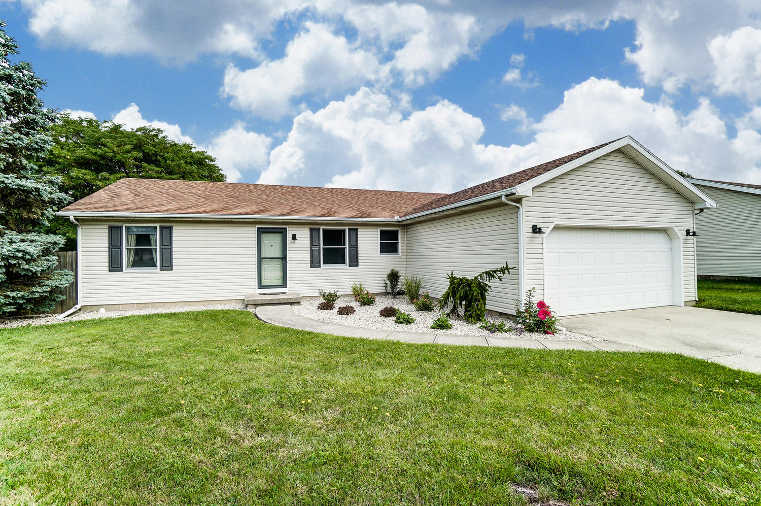 Photo 1 for 3500 Redbud Dr Troy, OH 45373