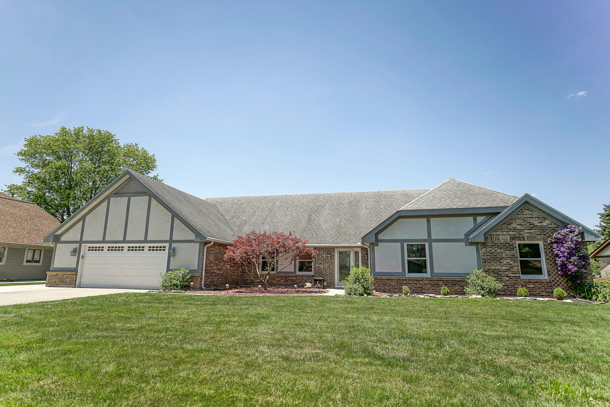 1009 Meadow Lark Dr Enon, OH