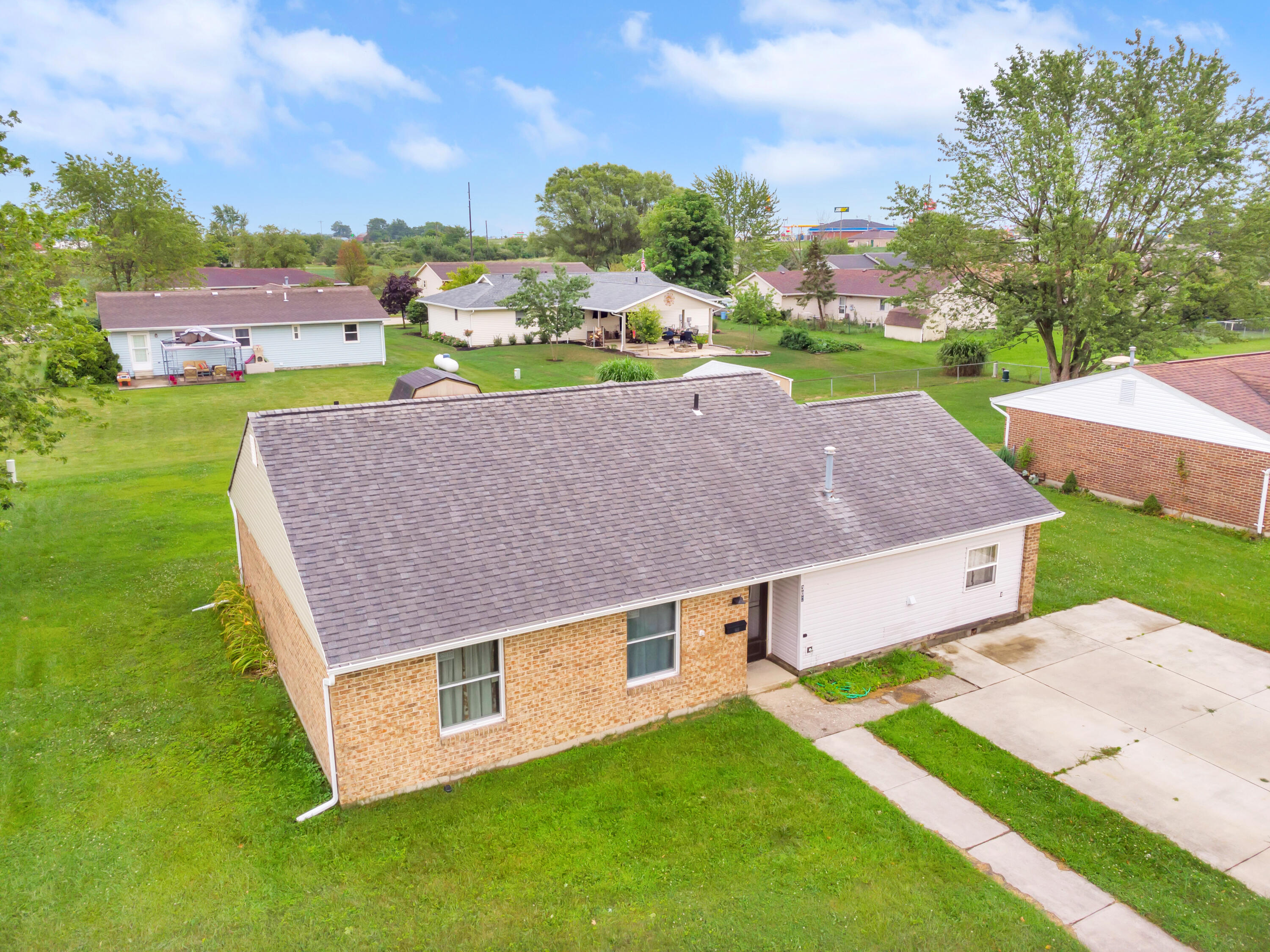 Photo 2 for 302 Meadowview Ln Anna, OH 45302