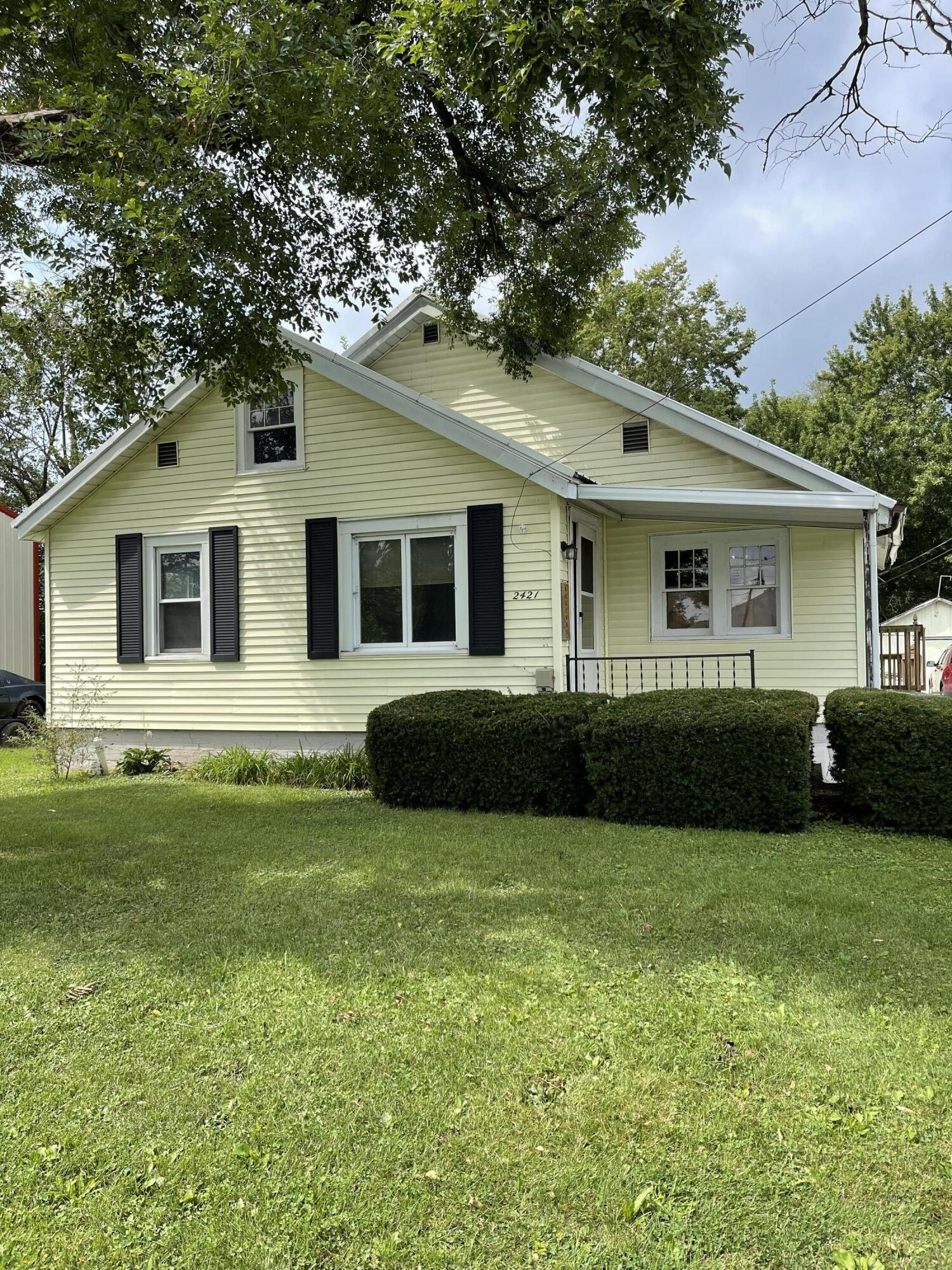 Photo 2 for 2421 N Mcdonel St Lima, OH 45801